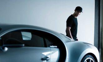 Ronaldo zgjohet në Bugatti të ri (VIDEO)