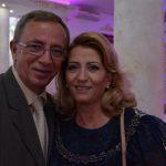 Shkurte Fejza dhe burri i saj marrin pasaportë shqiptare