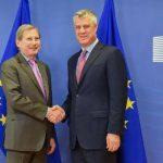 Thaçi thotë se Kosova ka përmbushur të gjitha kriteret për liberalizim, Hahn ia kujton korrupsionin