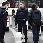 Një i dyshuar me armë ka marrë pengje në një supermarket në Francë