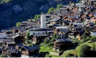 Fshati që ofronte të holla në Zvicër, tani ka familjen e parë