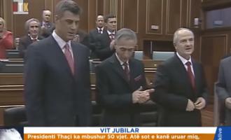 Lavdërim dhe hyjnëzim – kronika 3-minutëshe e RTK-së për ditëlindjen e 50 të Hashim Thaçit