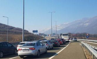 Pritje të zgjatura në pikat kufitare të Kosovës