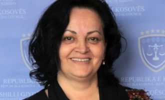 Ndikimi i Mekajve në Gjyqësor – Nushe Mekaj i bashkohet gjykatës që po gjykon djalin e saj