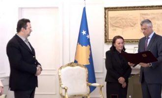 Në librin e Thaçit, Rugova përshkruhet si pijanec, tash e fton familjen e tij në presidencë