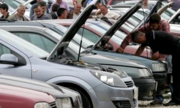 Kërkohet të mos dekretohet ndryshimi i ligjit që lejon importin e veturave të vjetra