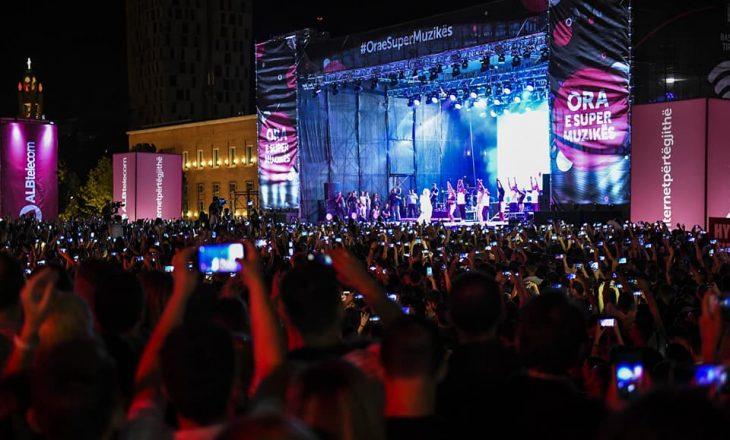 Kryeministri Haradinaj së bashku me bashkshorte në koncertin e Rita Orës