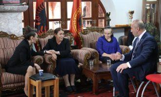 Haradinaj flet edhe njëherë pas vdekjes së babait, ka disa fjalë për ata që e ngushëlluan