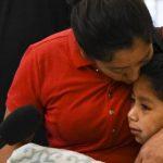 Momenti prekës i takimit të nënës me djalin, 1 muaj pasi Trump i ndau