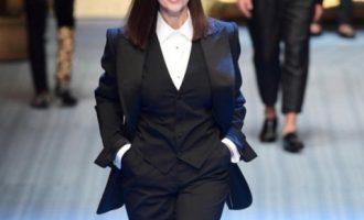 Monica Belluci i rikthehet pistës së modës pas 26 vitesh