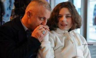Djali i humanistit humb shikimin, por babai mban shpresat për shërimin e tij