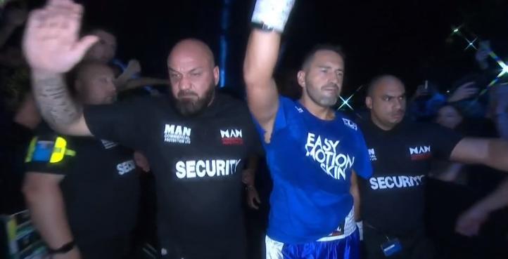 Seferi – Fury në ring, parameçet përfundojnë