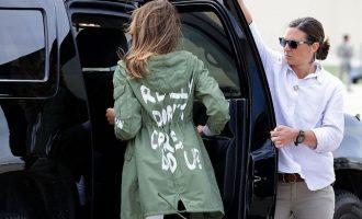Një mal me kritika për xhaketën e Melania Trump