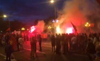 Protesta kundër emrit të ri të Maqedonisë zhvendoset në Shkup