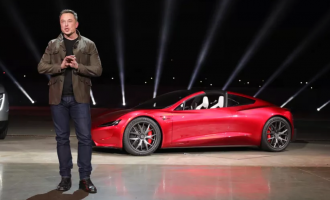 Tesla pushon nga puna mbi 3 mijë punëtorë
