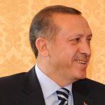 Pas fitores Erdogani e shfuqizon kryeministrin