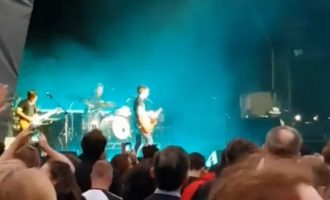 James Blunt performon në Londër këngën që i kushtoi kosovares më 1999