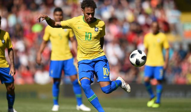 Neymar barazohet me Romarion, rang lista e golashënuesve të Brazilit