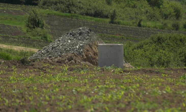 Një bunar shpronësohet me 2 mijë euro. Kështu planifikojnë ta zhvatin shtetin qytetarët