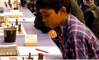 12-vjeçari shpallet kampion bote në lojën e shahut