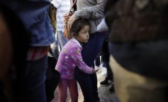 Mbi 500 fëmijë migrantë kthehen te familjet e tyre në SHBA