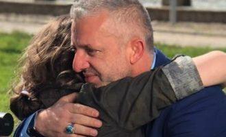Ndërtoi mbi 150 shtëpi për familjet varfra, tash kërkon të luten për fëmijën e tij që është në shërim