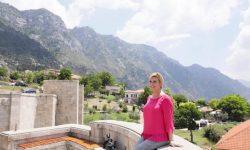 Pesë fotografitë e presidentes kroate në Krujën e Skenderbeut