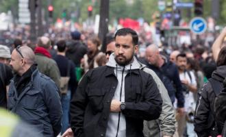 Macron sulmohet nga opozita pasi mbrojti pjesëtarin e stafit