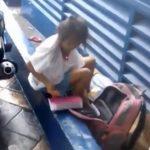 Xhirimi i vogëlushes së pastrehë e cila i kryen detyrat në rrugë