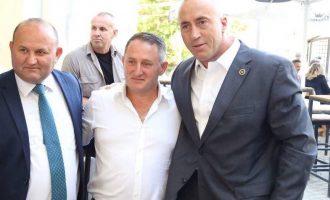 Prokuroria e Shqipërisë e kërkon, ai del në skenë së bashku me Ramush Haradinajn