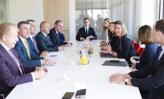 """""""Kosovo Family IU"""" – arsyetimi i kryeministrit pse gjashtë burra udhëtuan në Bruksel"""