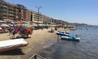 Plazhi më i madhën në Shqipëri pa vrojtues – turistët shpëtohen nga njëri-tjetri