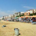 Vdes 14-vjeçarja në plazhin e Durrësit teksa po qëndronte nën çadër