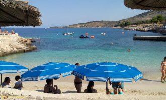 200 mijë turistë pushojnë çdo ditë në plazhet shqiptare, të gjithë ankohen për një gjë