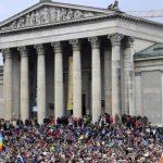 Protestë masive kundër aleatëve të Merkelit në Munih