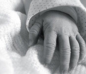 Skandali me shitjen e foshnjave: India urdhëron inspektimin e shtëpive të kujdesit të themeluara nga Nëna Terezë