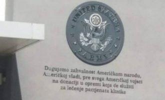 Peticion në Serbi për heqjen e stemës së Ushtrisë së SHBA nga spitali në Nish