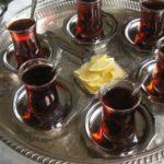 Anglezi që ua kalon të gjithëve – rreth 300 çaja në ditë