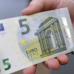 Deshi t'i japë 5 euro ryshfet policit, por dërgohet në burg