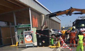 Pensionistja zvicerane futet në Migros me veturë