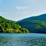 Banorët e fshatrarave rreth Liqenit të Batllavës pa ujë të pijes në shtëpi