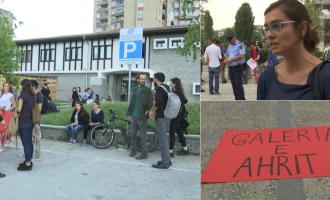 """'Galeria e Ahurit' dhe protesta kundër artistit """"që përdori 8 lopë për përfitim"""""""