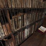 Një librari antike ku librat ende lidhen me zinxhirë