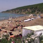 Të sfidosh rrugën për të shkuar te Plazhi i Gjeneralit në Durrës