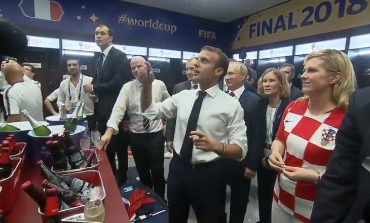 Presidentja kroate së bashku me Macron e Putinin  uron futbollistët francezë në zhveshtore