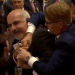 Incidenti që askush nuk e pa gjatë konferencës Putin – Trump