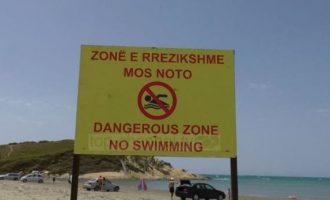 Vitin e shkuar ndodhën tragjedi të shumta në këtë plazh, por pushuesit vijnë sërish
