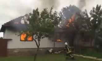 Një shtëpi në Vushtrri po digjet – policia jep detaje