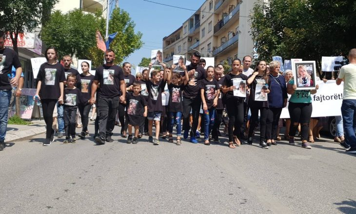 Protesta në Gjakovë: Duam drejtësi për nënën dhe motrën tonë