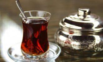 Pse shqiptarët çajit të zi i thonë çaj rusi
